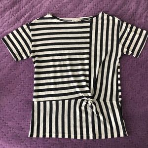 Gap t-shirt black and white striped faux knot